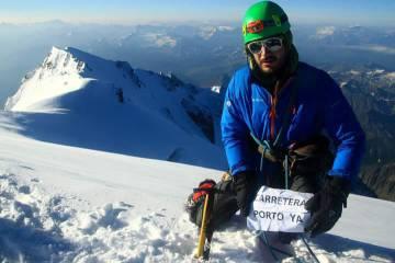 Daniel del Pozo, montañero del Club Sanabria, en el Mont Blanc. Ha llevado también la reivindicación al Aconcagua y al Perito Moreno.