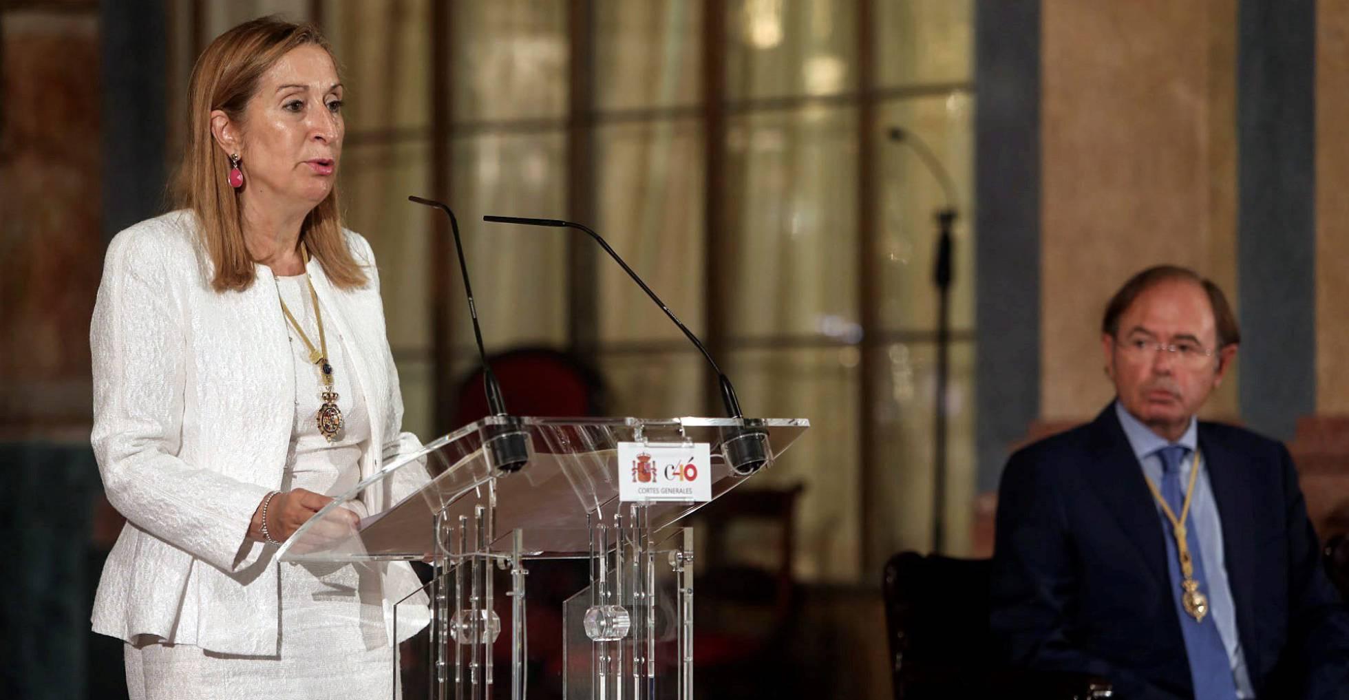 La presidenta del Congreso de los Diputados, Ana Pastor, junto al del Senado, Pío García Escuder, el pasado martes en Cádiz en un acto sobre la Constitución.