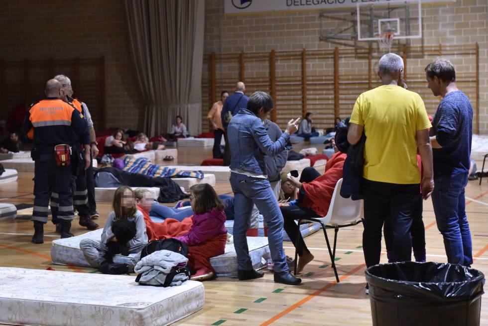 El polideportivo Miguel Ángel Nadal, en Manacor, acoge a las personas afectadas por las fuertes lluvias en Sant Llorenç des Cardassar.