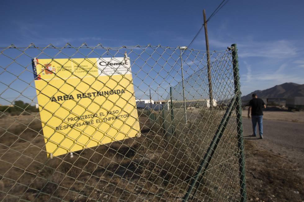 Valla que la limita la zona contaminada por la caída de cuatro bombas nucleares hace 52 años en Palomares.rn