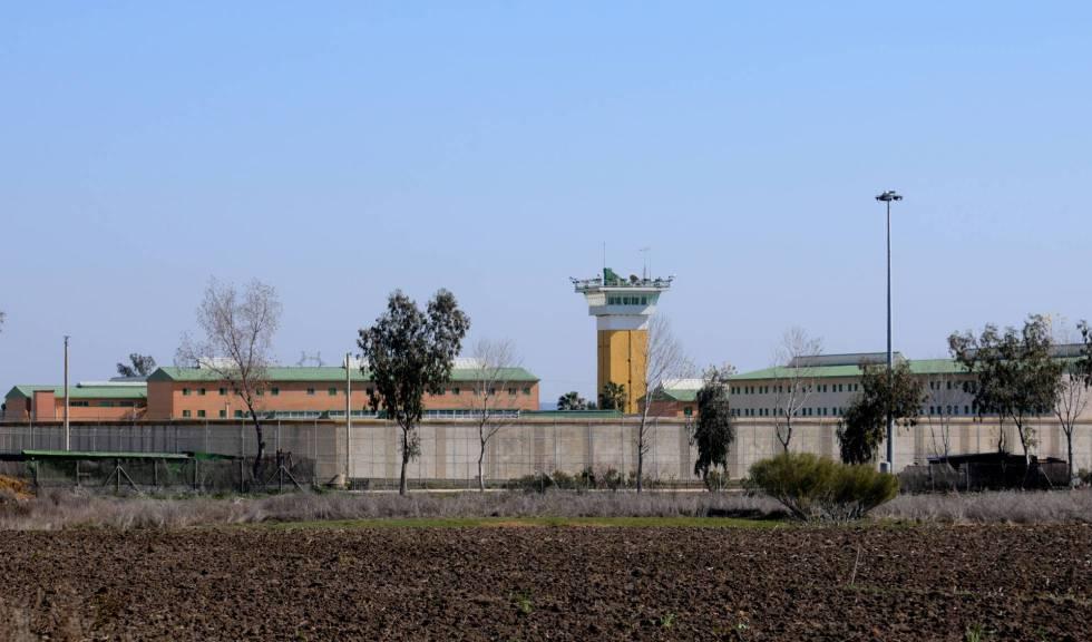 Imagen del exterior de la cárcel de Huelva. rn
