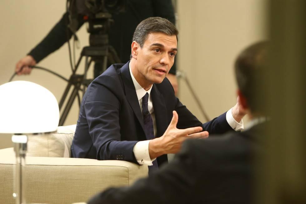 Pedro Sánchez, durante una entrevista en La Moncloa, este martes.