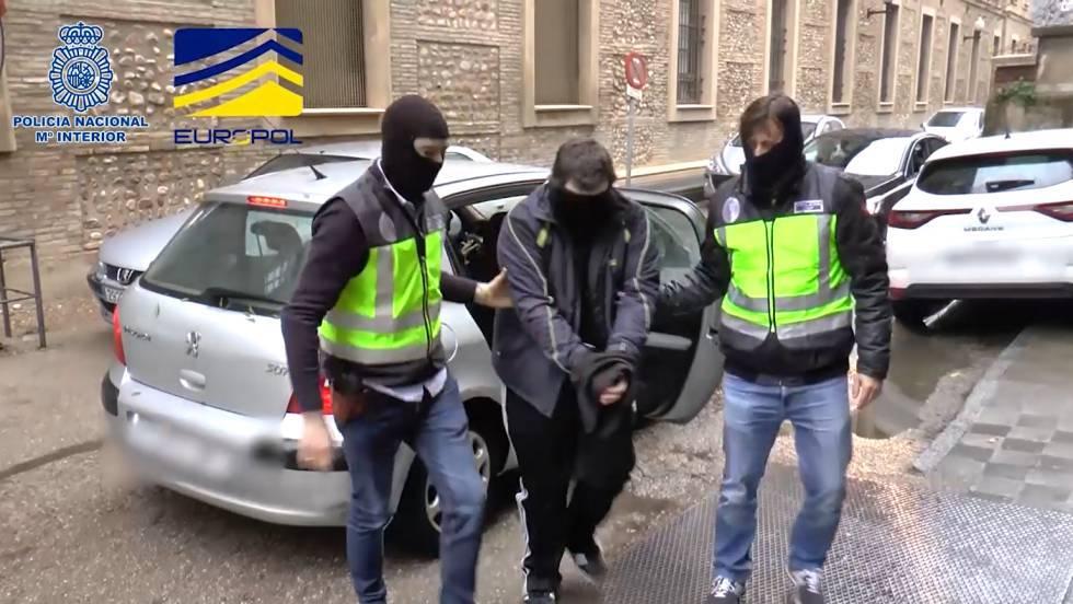 """La policía detiene a los responsables de una """"influyente"""" web neonazi en español"""