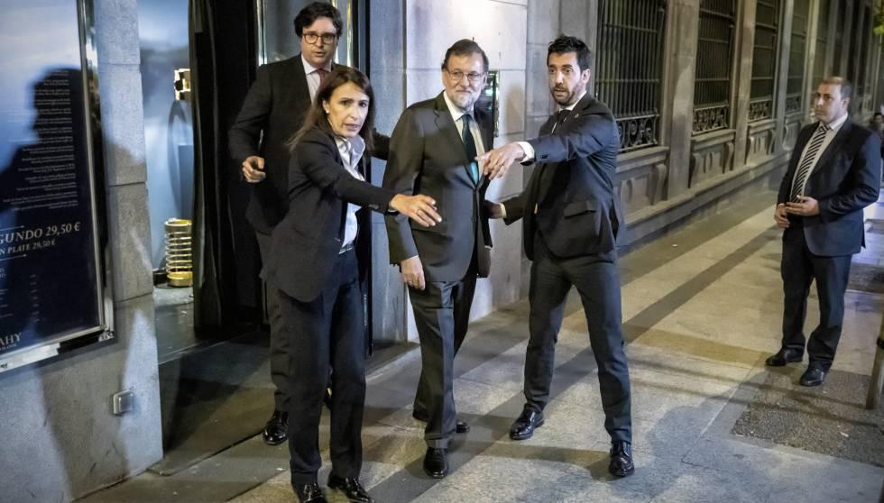 Mariano Rajoy sale del restaurante desde donde siguió parte del debate de la moción de censura.