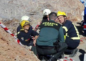 Un centenar de efectivos trata de rescatar a un niño de dos años de un pozo 65153a39e9b