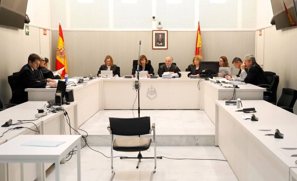 Vista de la Audiencia Nacional en la que se han estudiado este martes las alegaciones planteadas por las defensas de dos de los acusados en el juicio contra el mayor de los Mossos Josep Lluís Trapero.