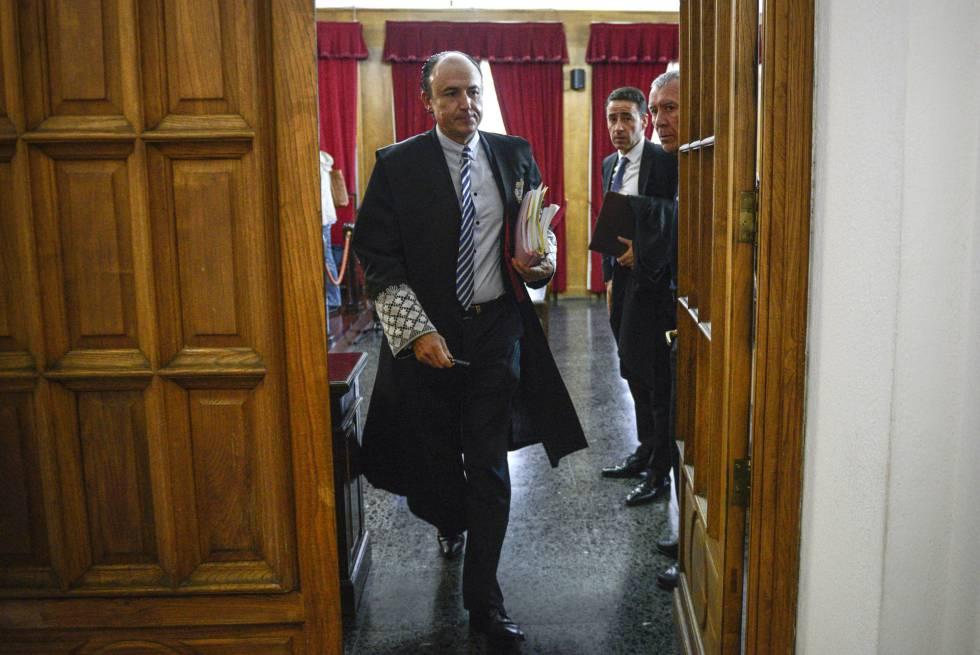 El fiscal Florentino Delgado, en 2014 durante el juicio al expresidente de la Diputación de Ourense, José Luis Baltar.
