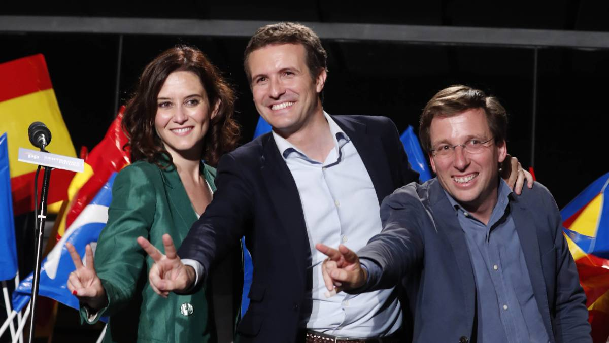 3a0400c10c PP leader Pablo Casado (c) and two of his candidates celebrate on Sunday  night