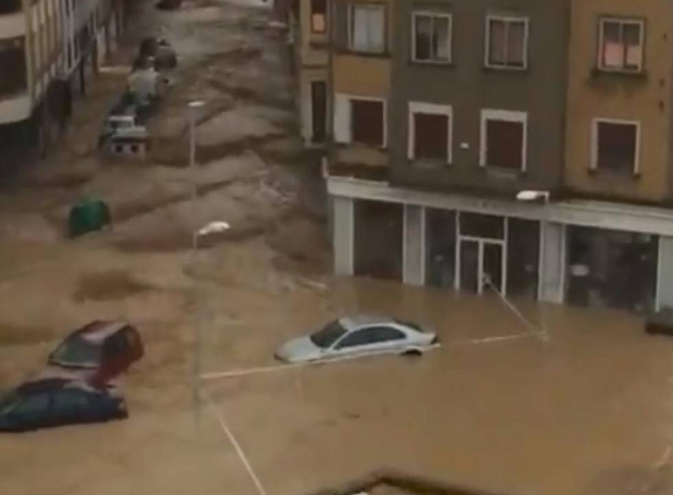 Inundaciones en Tafalla, en una imagen difundida en Twitter por el U.C.D. Burladés.