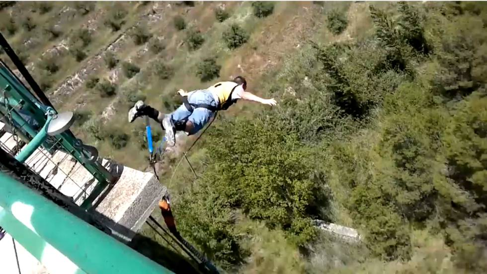 Fatal accidents: YouTuber killed when parachute fails to open during