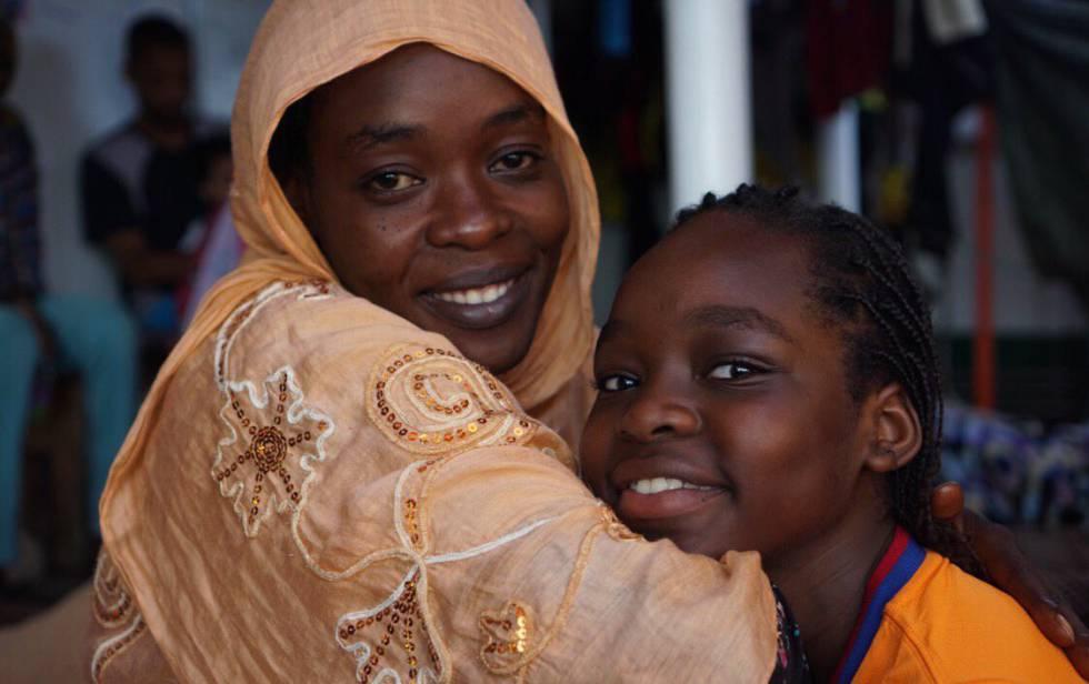 Safa y su hija, a bordo del 'Open Arms'.