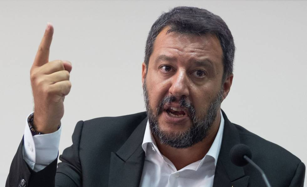 El ministro de Interior italiano, Matteo Salvini, durante una rueda de prensa en Nápoles, este jueves.