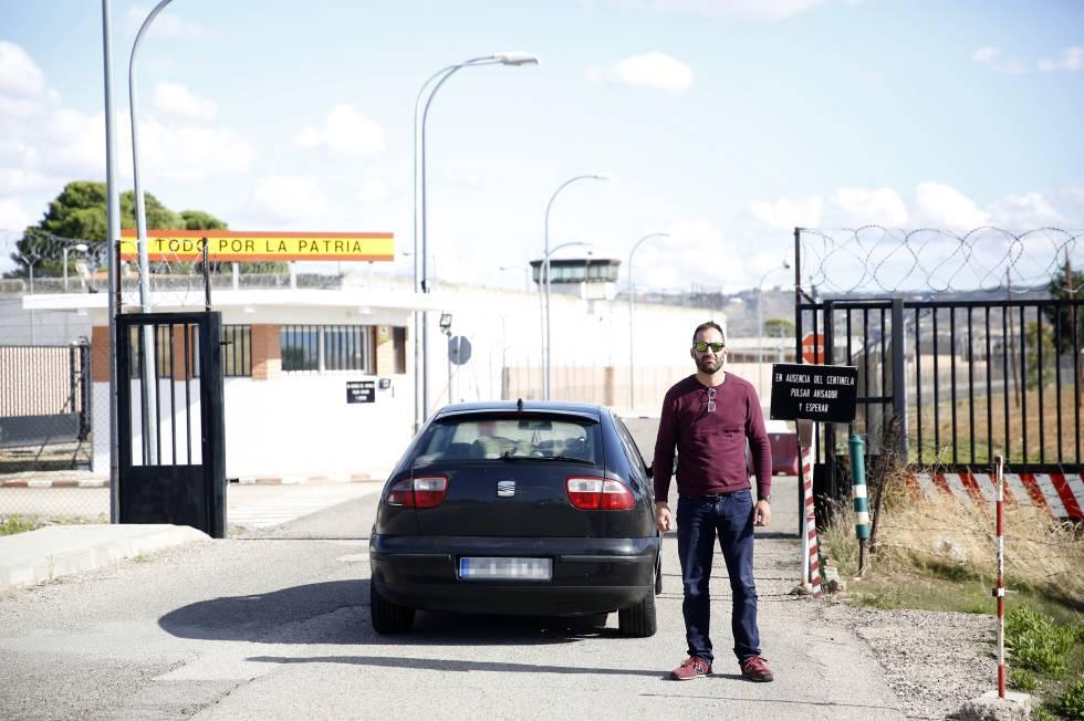 El guardia civil Luis Miguel Pouso, en el momento de ingresar en la prisión militar de Alcalá de Henares (Madrid).