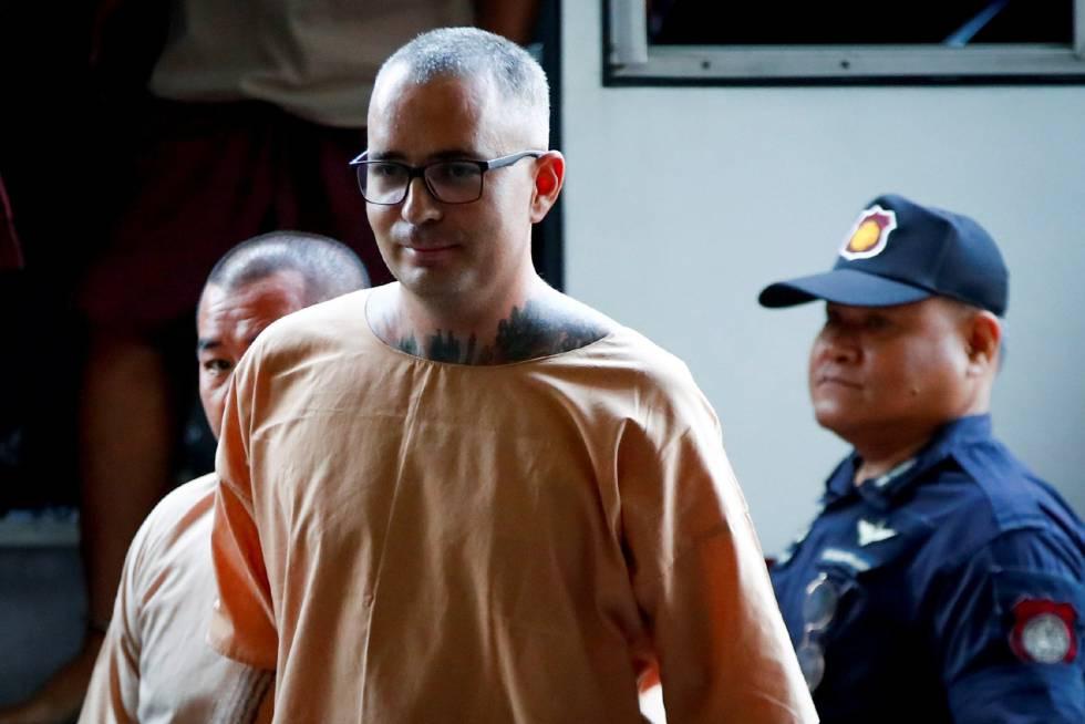 Artur Segarra llega a su audiencia en Tailandia.