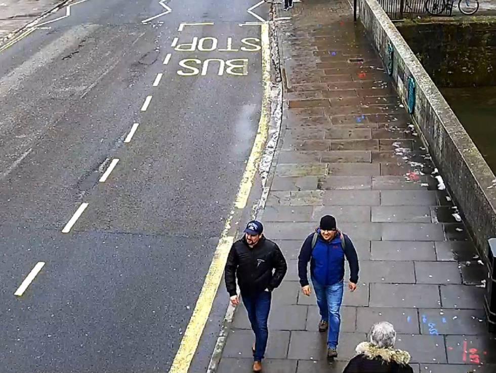 Los espías bajo el alias Alexander Petrov y Ruslan Boshirov captados por una cámara de videvigilancia en Salisbury, el 4 de marzo de 2018.