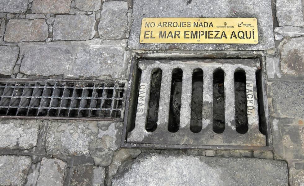 El mar que empieza en las alcantarillas de Cádiz