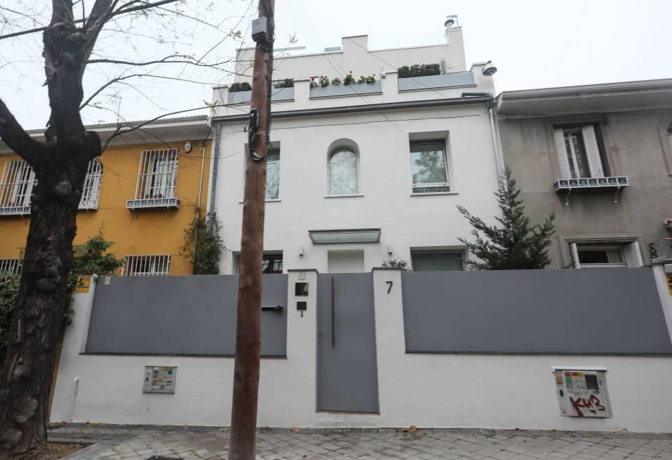 Fachada del chalé en la calle Andrés Bello donde vivieron Espinosa y Monasterio y también realizaron obras ilegales.
