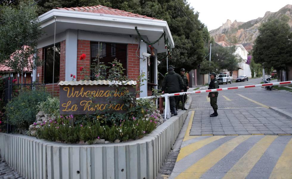 Entrada de la urbanización La Rinconada, donde se encuentra la residencia del embajador de México en La Paz.rn