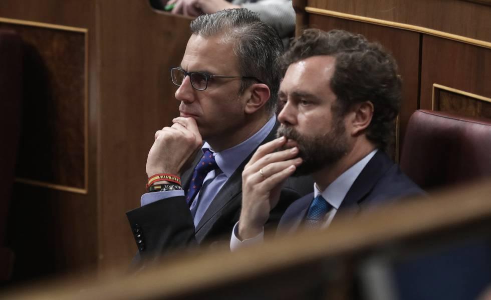 Los diputados de Vox, Javier Ortega Smith e Iván Espinosa de los Monteros, en el pleno del Congreso el pasado martes.