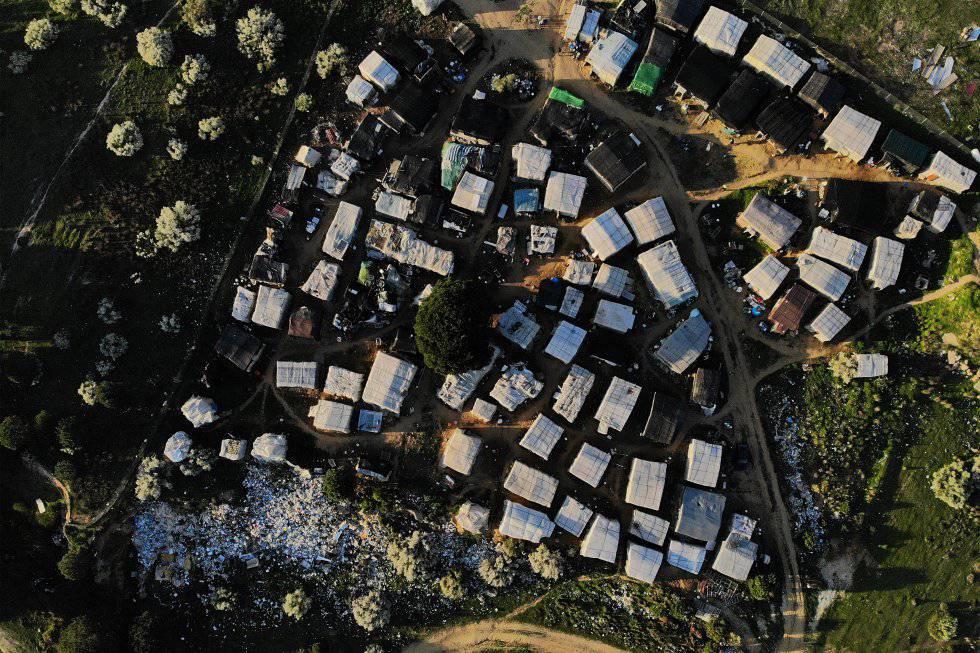 Vista aérea del mayor asentamiento de chabolas de Lepe. Aquí viven cerca de 300 personas en unas 70 casuchas.
