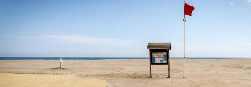 la playa vacía en Valencia
