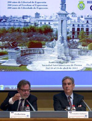 Cebrián, en el debate sobre la crisis de la prensa celebrado en Cádiz.