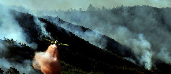 Tareas de extinción del fuego del término municipal de Chulilla (Valencia) en septiembre pasado.