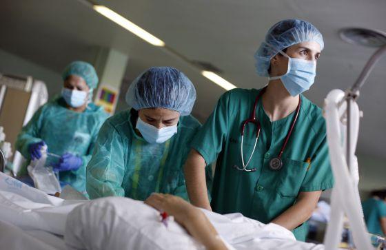 Unidad de Cuidados Intensivos del hospital 12 de Octubre de Madrid.