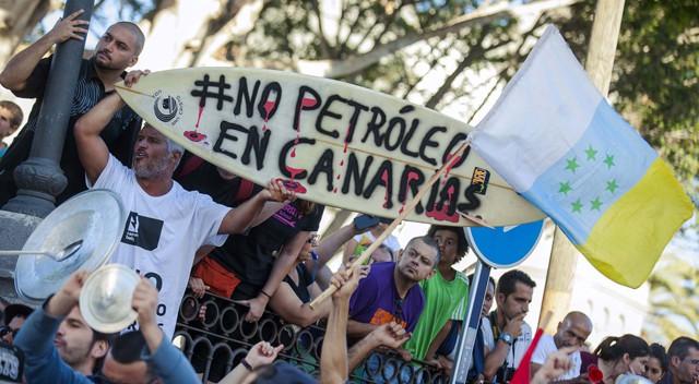 El 'no a las prospecciones' revienta el pregón del ministro Soria en Telde