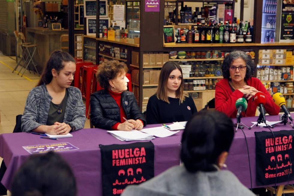 De izquierda a derecha, Justa Montero, Julia Santos, Henar Sastre y Sara Naila, durante la rueda de prensa sobre la huelga feminista.