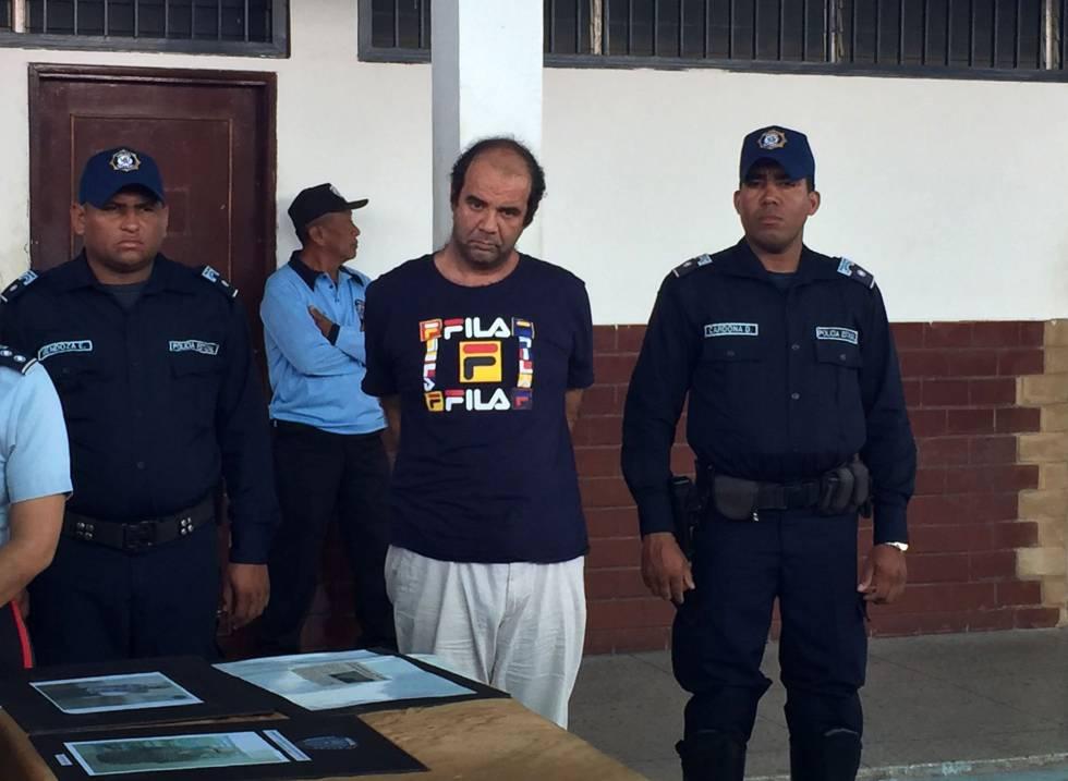 El sacerdote español arrestado, Iván Merino.
