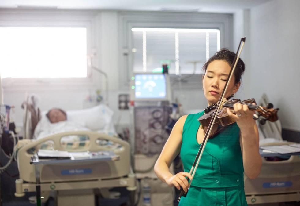 También hasta el Severo Ochoa de Leganés (Madrid) acude la violinista Maureen Choi como parte del equipo.