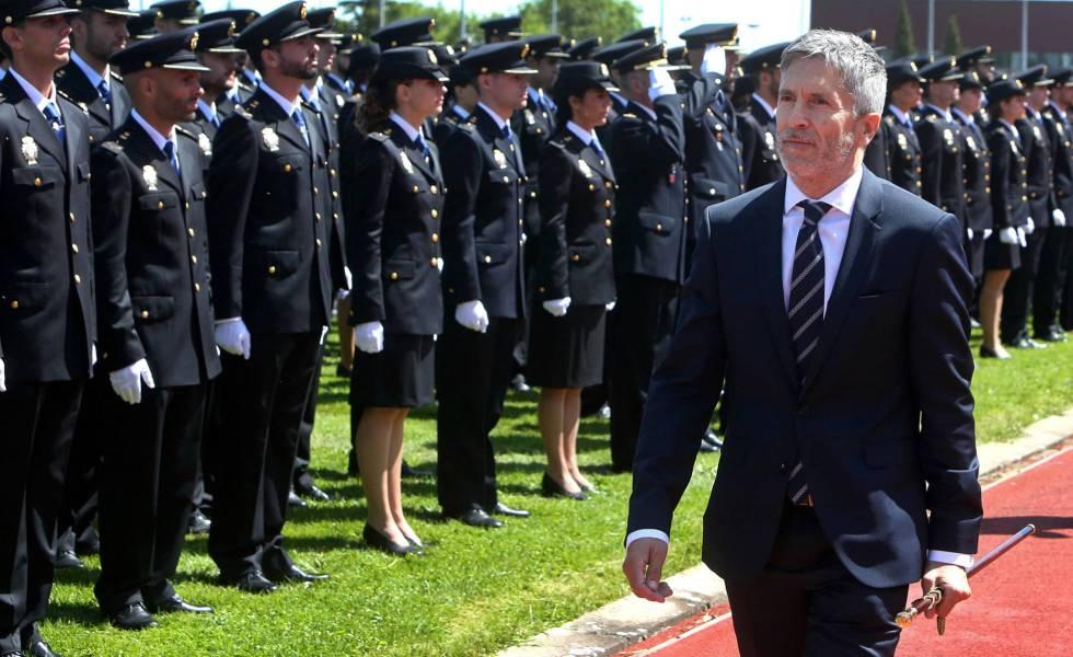 El ministro del Interior Grande-Marlaska en la graduación de los 1.200 policías en la escuela de Ávila en junio pasado.