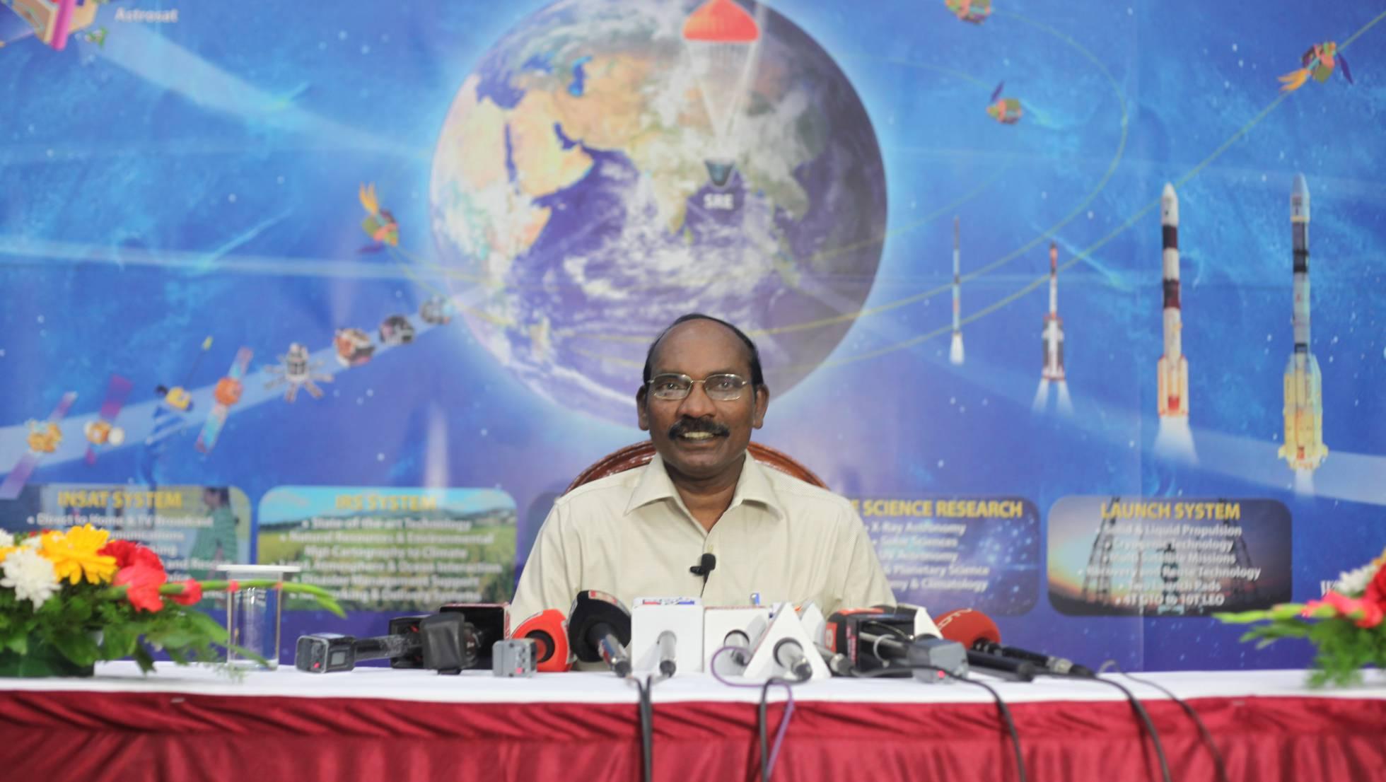Sivan Chairman, de la agencia espacial de ese país, comunica el lanzamiento de tres astronautas, el pasado agosto en Begaluru.