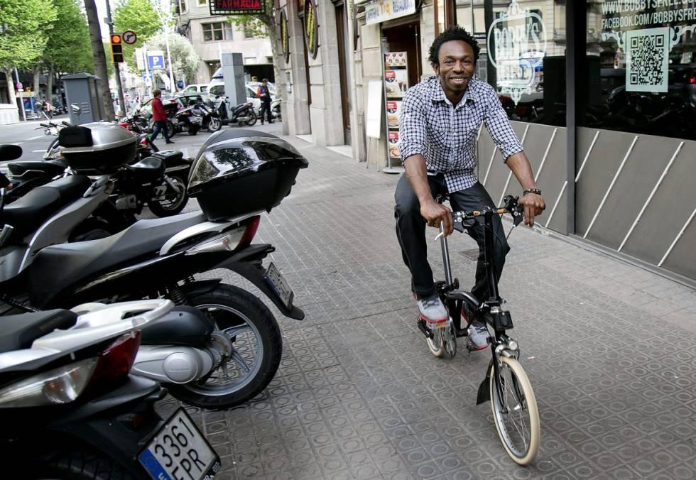 Nuestro protagonista, en una calle de Barcelona.