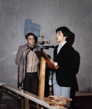Jaime Concha, en sus años en el instituto, junto al sacerdote español Germán Chaves, que fue uno de sus abusadores.