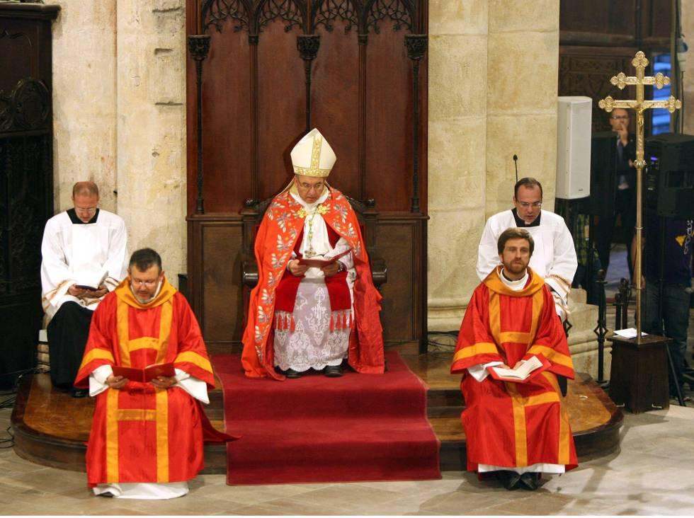 El arzobispo de Tarragona, Jaume Pujol Balcells, oficia una misa.