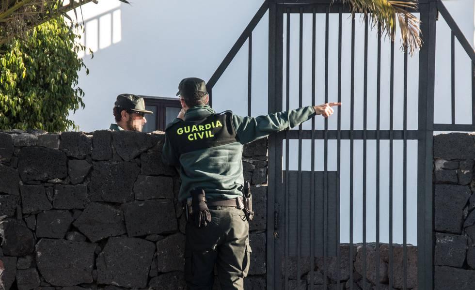 La Guardia Civil en el domicilio de Romina Celeste durante la investigación el pasado enero.