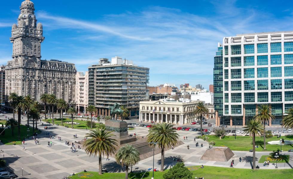 La Plaza Independencia, en el centro de Montevideo, Uruguay.