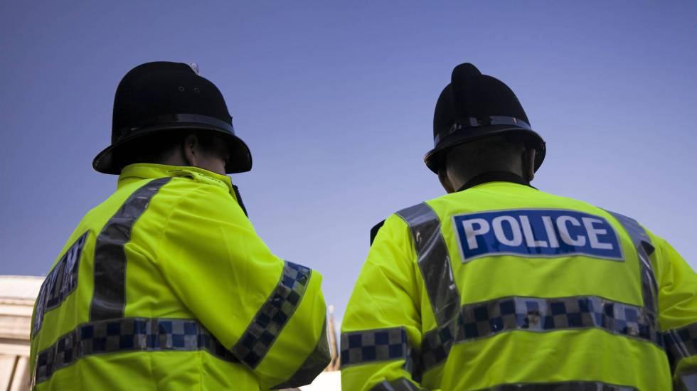 Dos agentes de la policía británica en una imagen de archivo.