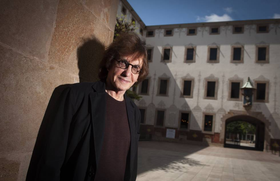 El profesor Henry Giroux en el patio del Centro de Cultura Contemporánea de Barcelona.