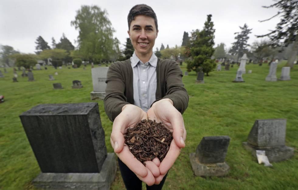 Katrina Spade, CEO de Recompose, una compañía que espera utilizar el compostaje como alternativa en lugar de enterrar o incinerar restos humanos.