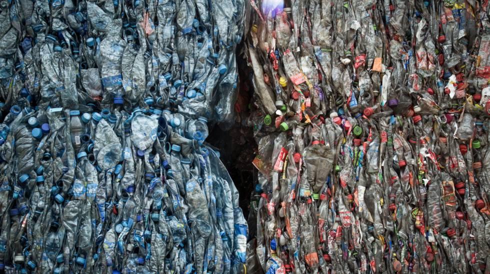 Plástico prensado en el interior de la recicladora PetStar, cerca de Toluca.