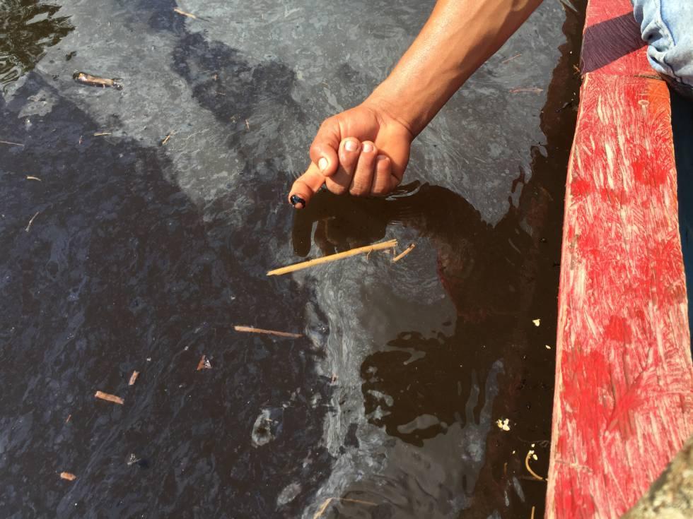 El área del derrame de petróleo en la comunidad de Cuninico.