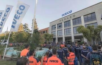 Trabajadores de la compañía Iveco ern una concentración tras el suicidio de una compañera tras difundirse un vídeo sexual sobre ella este 29 de mayo de 2019.
