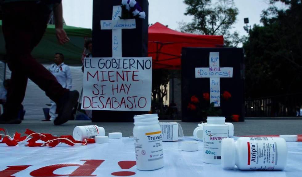 Manifestación por desabasto de antirretrovirales en Ciudad de México.