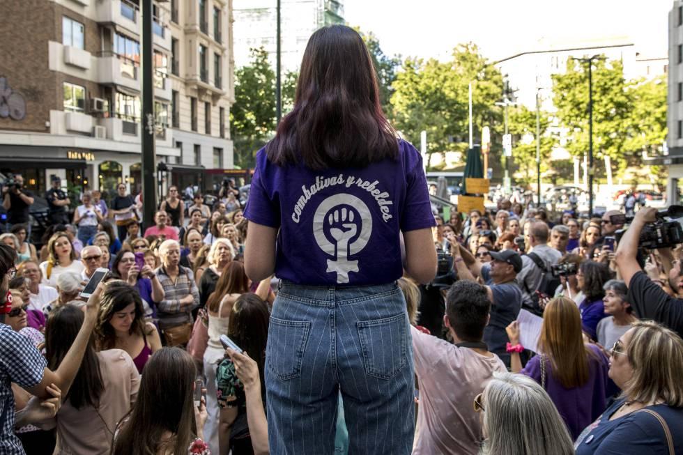 Concentración el viernes 31 de mayo en la plaza de los Cubos, en Madrid, en memoria de Verónica, la empleada de Iveco que se suicidó el sábado 25 de mayo.