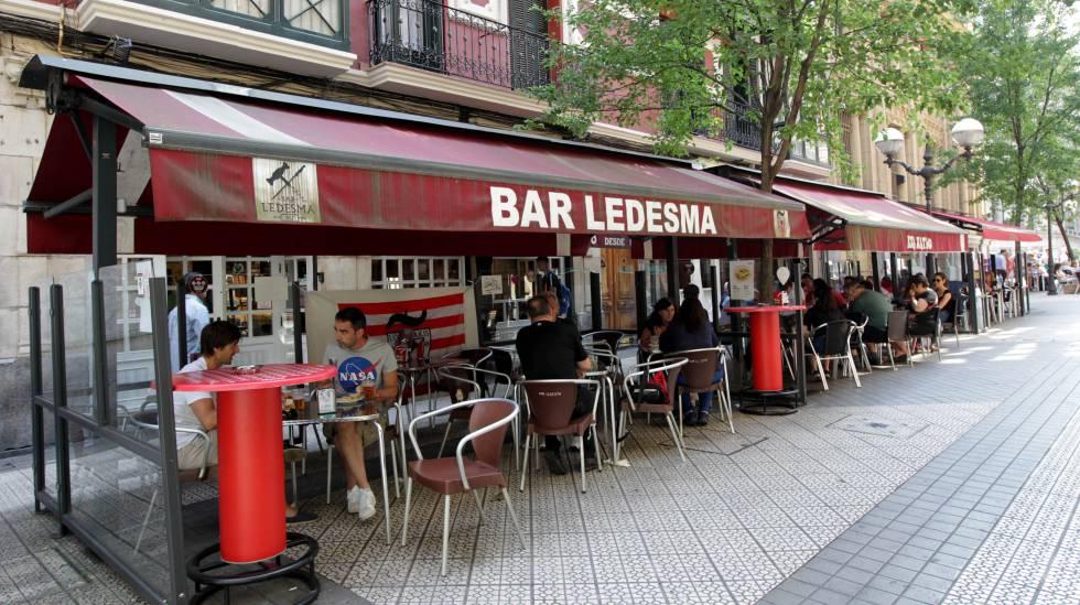 Baja El Tono Bilbao Prueba Unos Avisadores Visuales Para Callar El Ruido De Las Terrazas Sociedad El País
