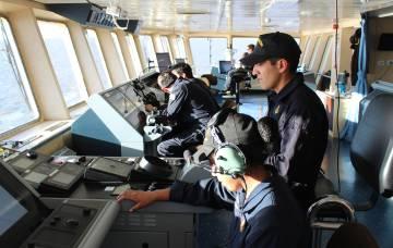El puente de mando del Irízar durante la navegación de puesta a punto.