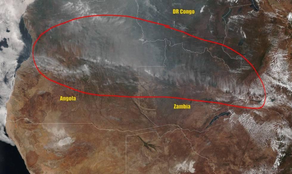 Una imagen de satélite muestra el fuego que cruza por Angola, Zambia y el Congo, el pasado 25 de agosto.